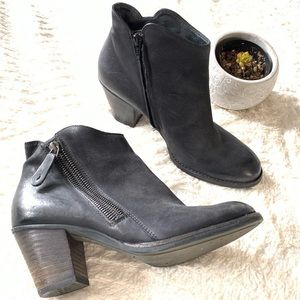 Paul Green chunky heels leather zipper booties